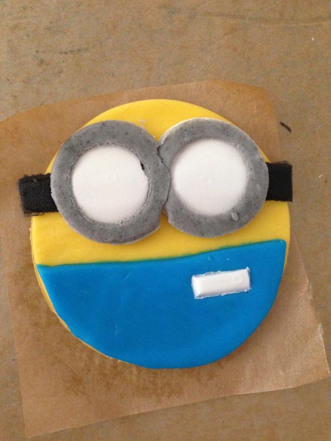Minions cupcakes 11
