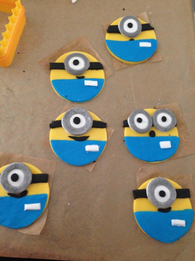 Minions cupcakes 13