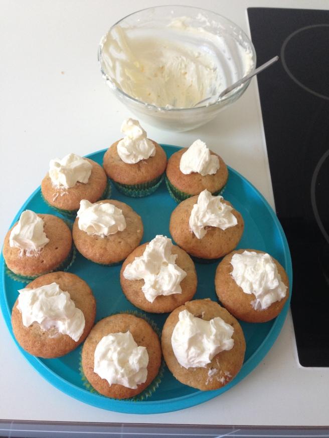 Minions cupcakes 14