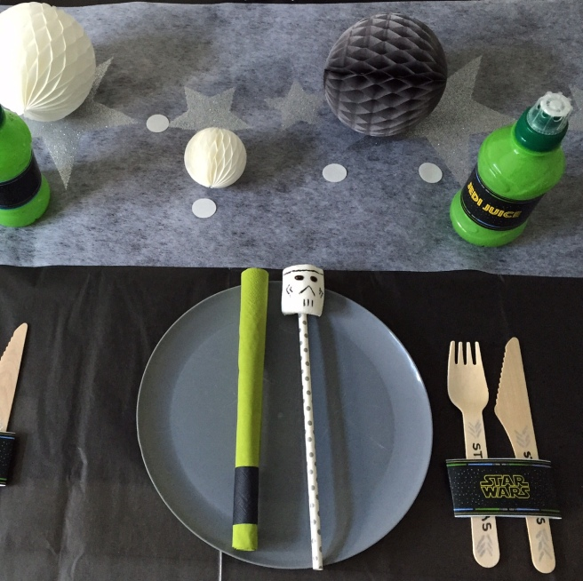Star Wars party table
