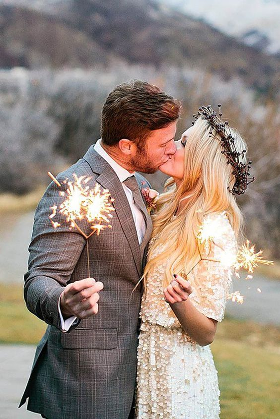 winter-wedding-sparklers